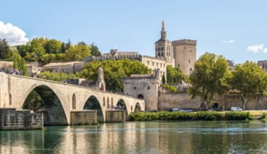 Activités, sites touristiques, écoles, restaurants et commerces à proximité de l'appart hôtel à Avignon